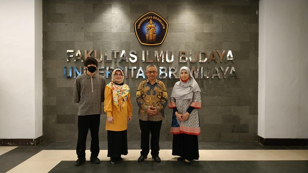 Shohei Senaha bersama Dekan dan Para Wakil Dekan FIB UB