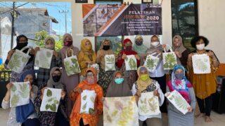 Dosen PWK Latih Warga Griyashanta Berkarya Melalui Eco Printing