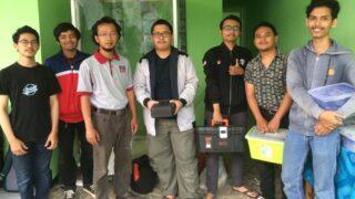 Eka Maulana bersama Tim Mahasiswa Teknik Elektro merakit Plasma Ozon dalam bentuk Bilik